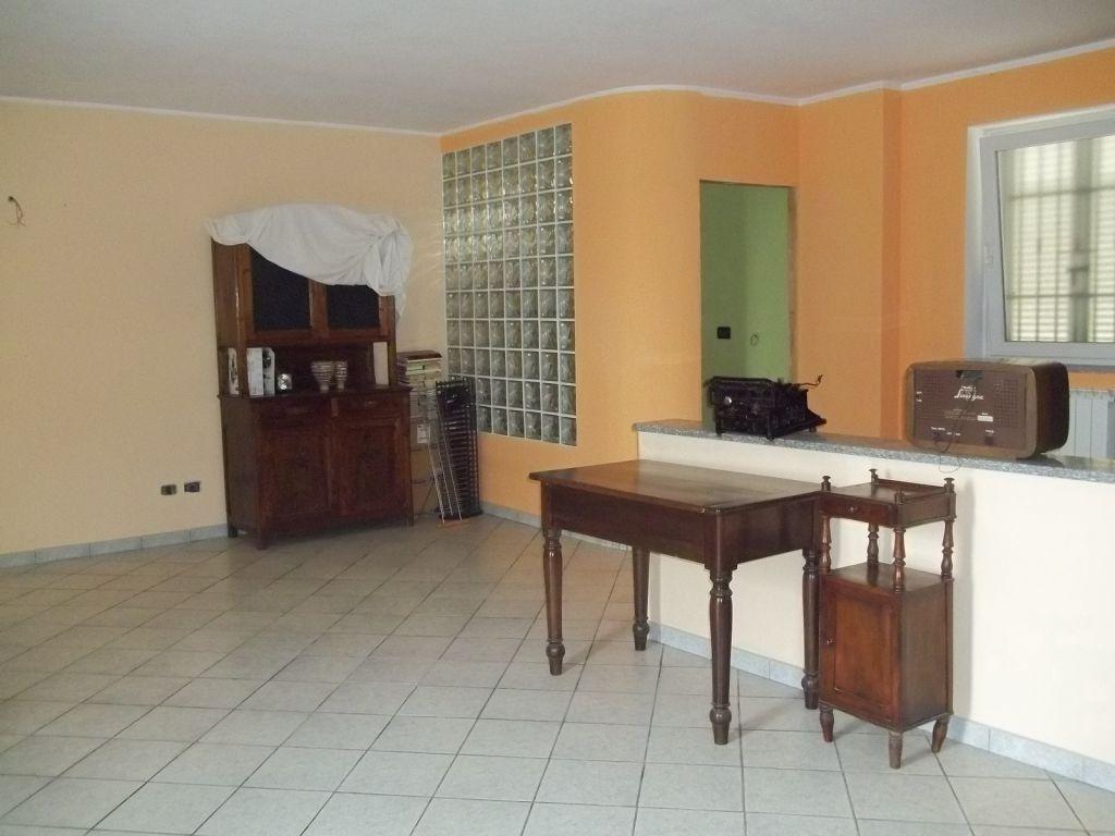 Soluzione Indipendente in vendita a Chivasso, 9 locali, zona Località: FRAZIONE TORASSI, prezzo € 195.000 | Cambio Casa.it