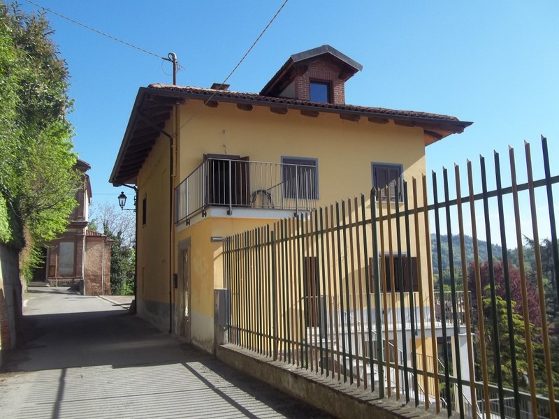 Soluzione Indipendente in vendita a Gassino Torinese, 9 locali, prezzo € 165.000   Cambio Casa.it