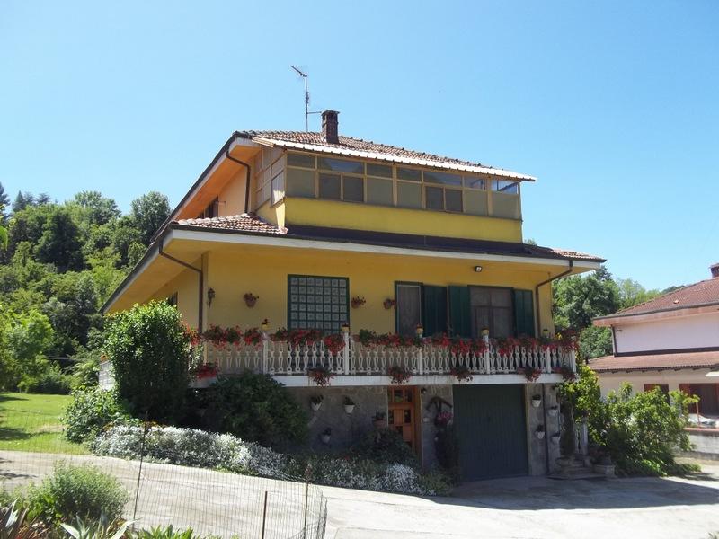 Soluzione Indipendente in vendita a Brusasco, 11 locali, prezzo € 245.000 | Cambio Casa.it