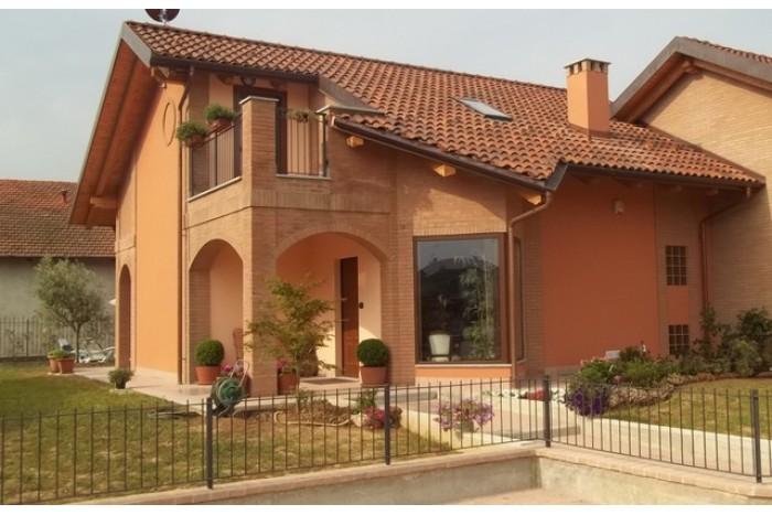 Soluzione Indipendente in vendita a Chivasso, 8 locali, zona Località: FRAZIONE MOSCHE, prezzo € 185.000 | Cambio Casa.it