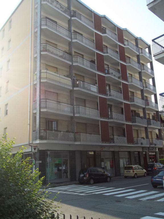 Negozio / Locale in vendita a Chivasso, 1 locali, prezzo € 69.000   CambioCasa.it