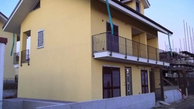 Soluzione Indipendente in vendita a Chivasso, 16 locali, prezzo € 229.000 | Cambio Casa.it