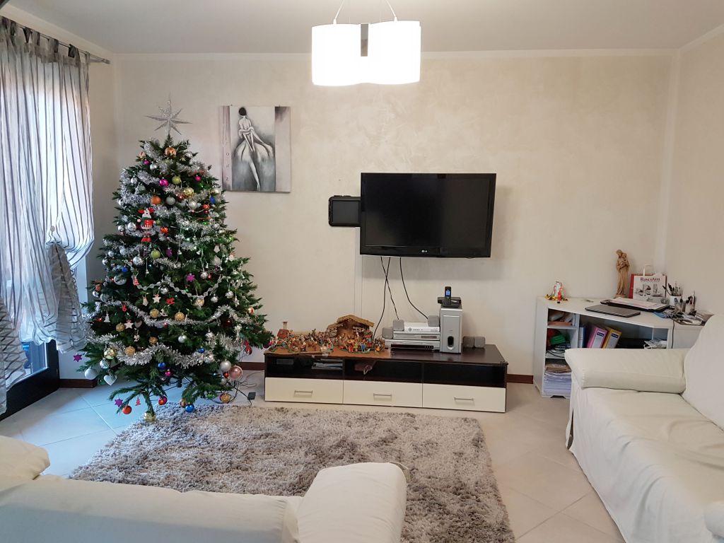 Appartamento in vendita a Brandizzo, 6 locali, prezzo € 198.000 | Cambio Casa.it