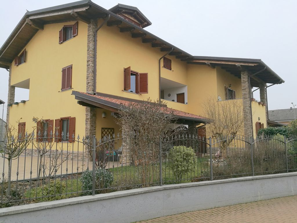 Appartamento in vendita a Caluso, 7 locali, prezzo € 139.000 | CambioCasa.it