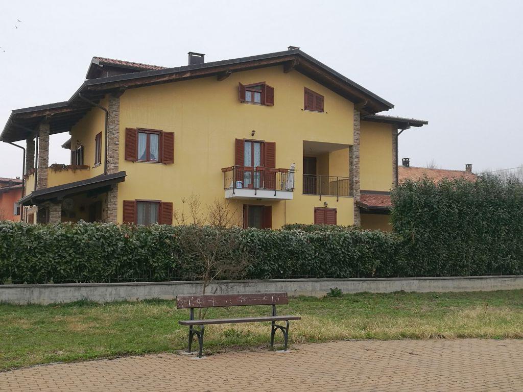 Appartamento in vendita a Caluso, 7 locali, prezzo € 149.000 | CambioCasa.it