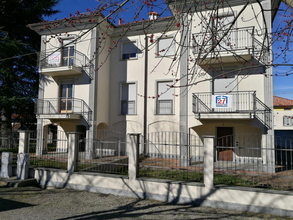 Soluzione Indipendente in vendita a Crescentino, 9 locali, Trattative riservate | Cambio Casa.it