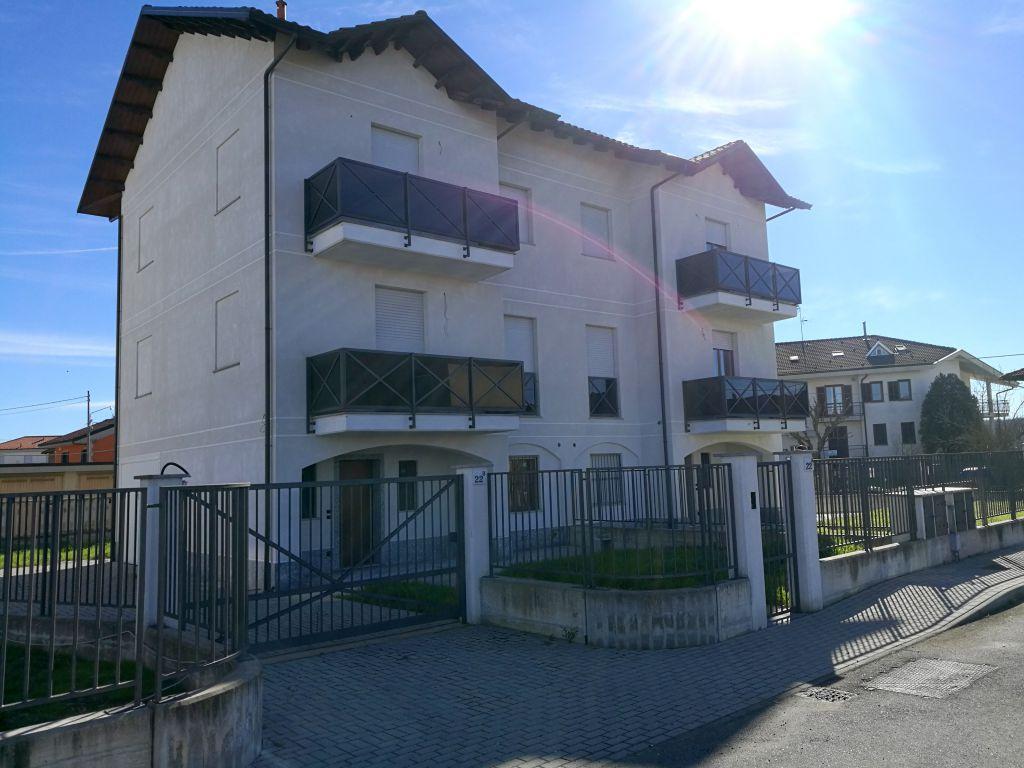 Soluzione Indipendente in vendita a Crescentino, 9 locali, prezzo € 260.000 | Cambio Casa.it