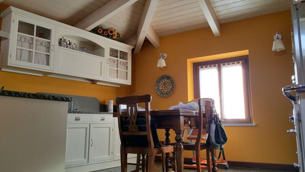 Appartamento in vendita a Crescentino, 4 locali, prezzo € 185.000 | Cambio Casa.it