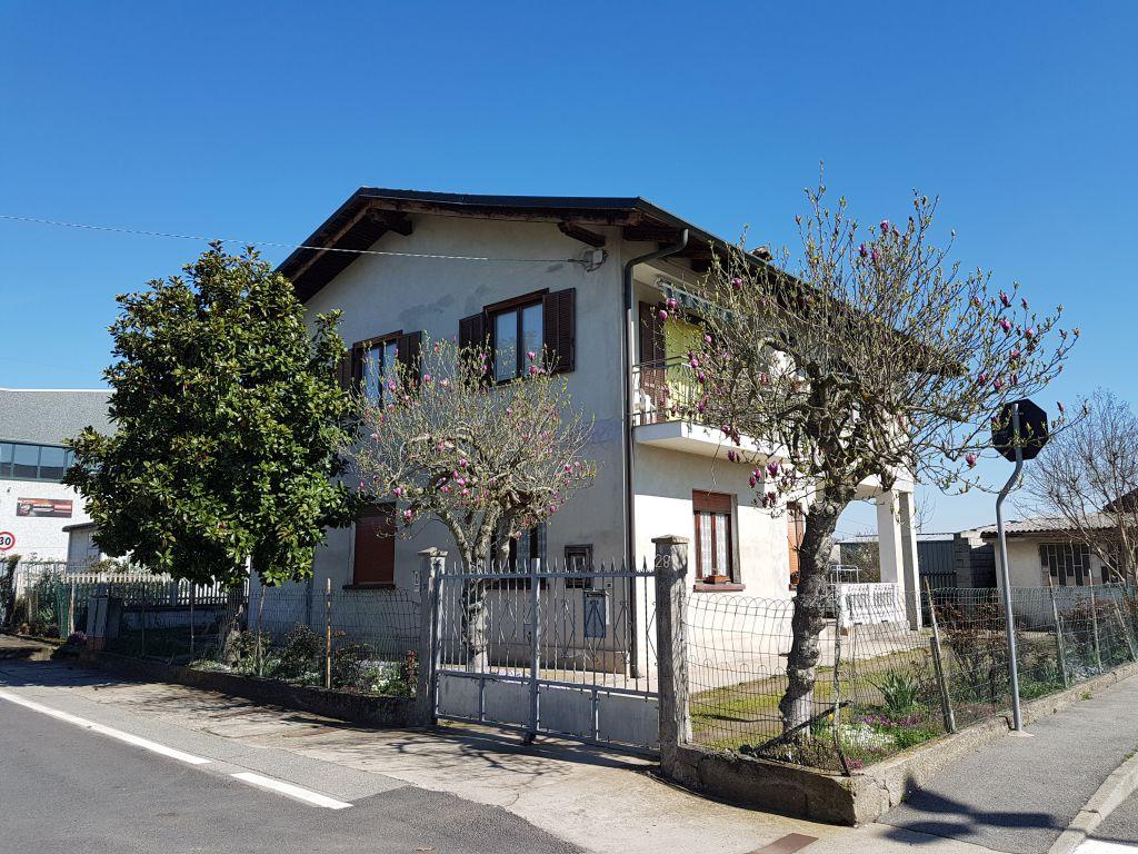 Soluzione Indipendente in vendita a Chivasso, 7 locali, prezzo € 178.000 | CambioCasa.it