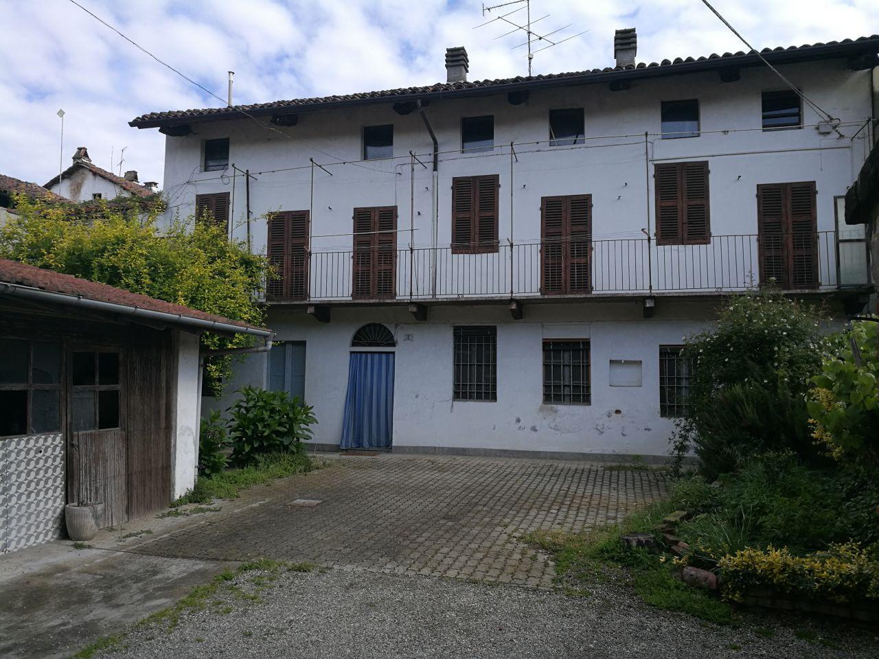Soluzione Indipendente in vendita a Crescentino, 8 locali, prezzo € 100.000 | Cambio Casa.it