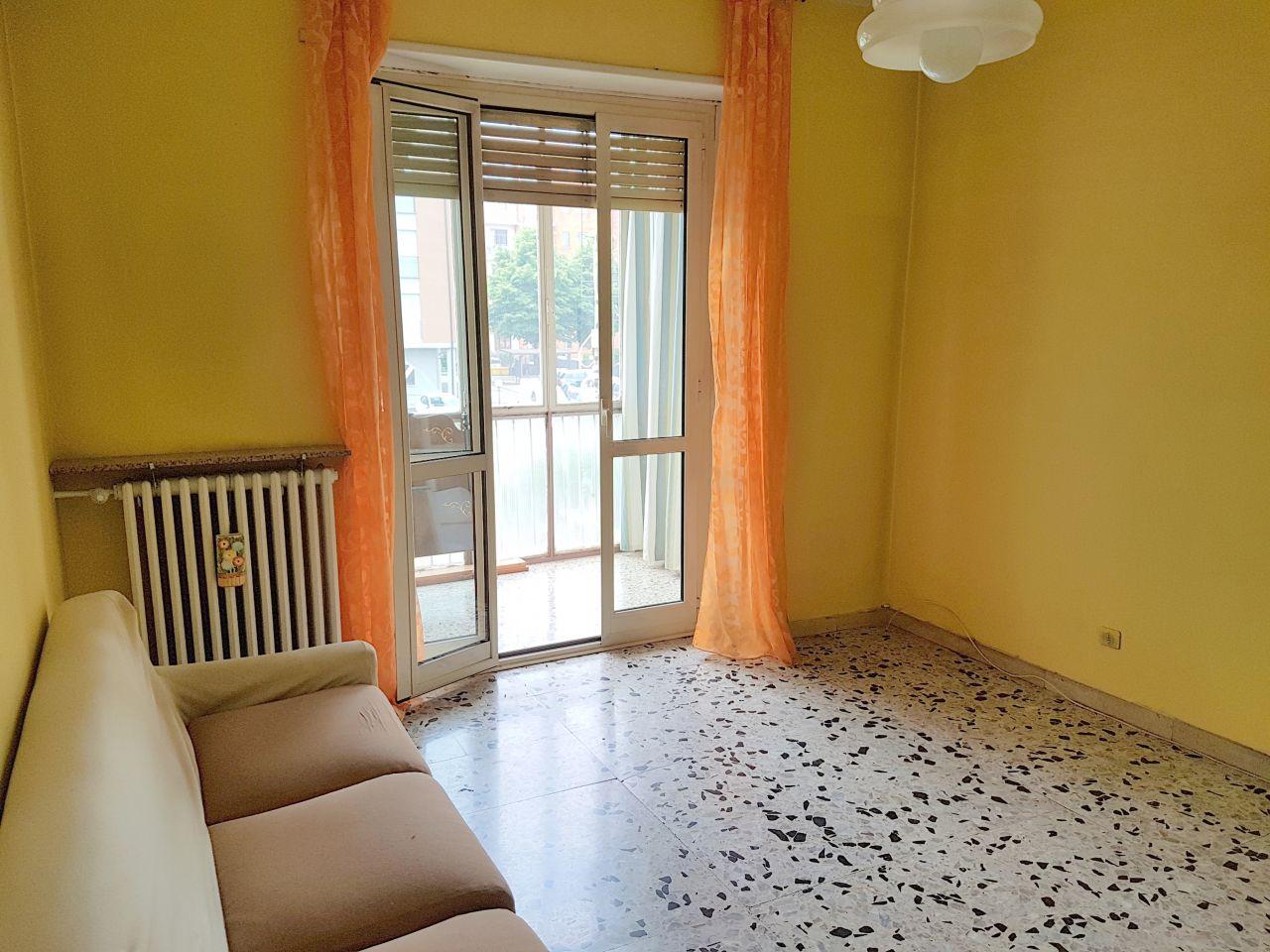 Appartamento in affitto a Chivasso, 2 locali, prezzo € 300   Cambio Casa.it