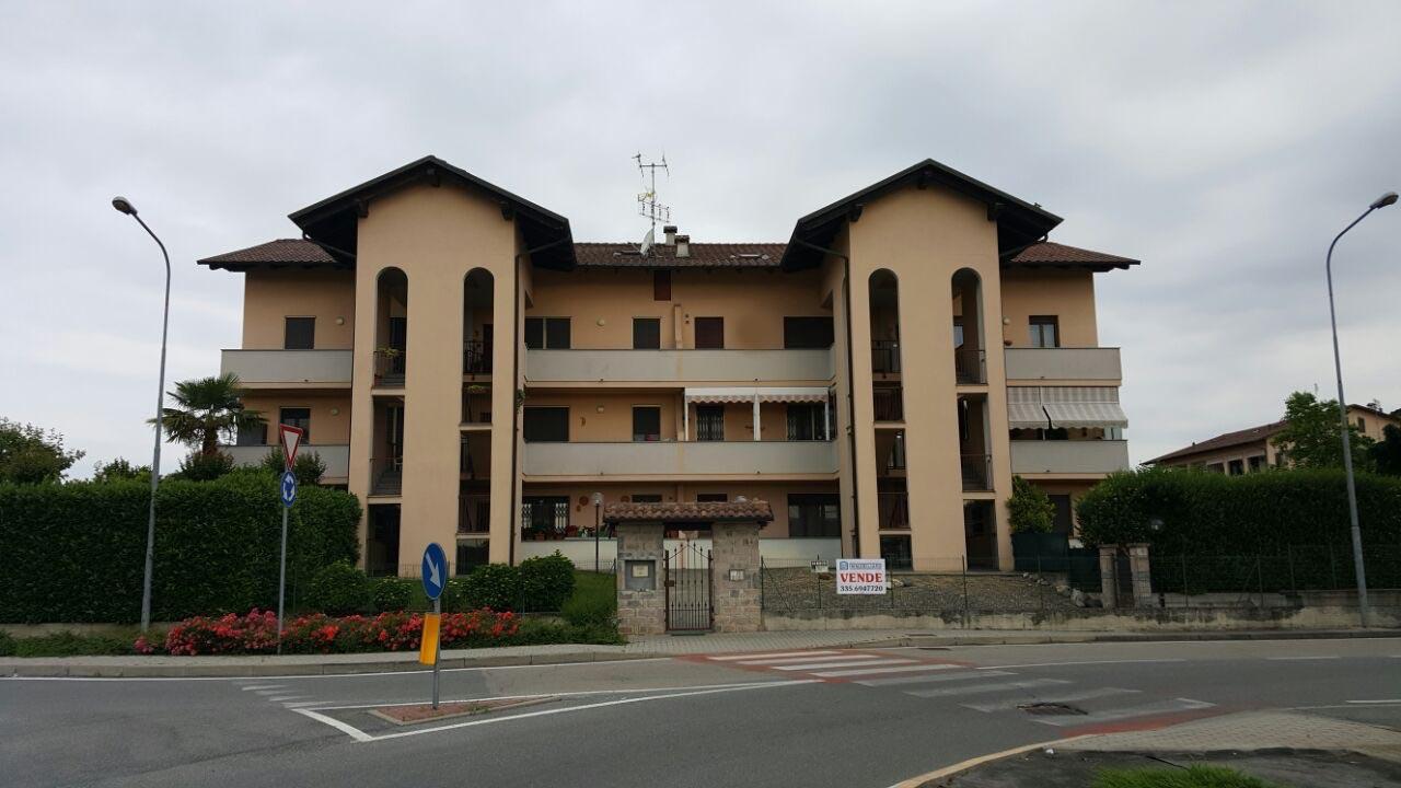 Appartamento in vendita a Crescentino, 8 locali, prezzo € 148.000 | CambioCasa.it