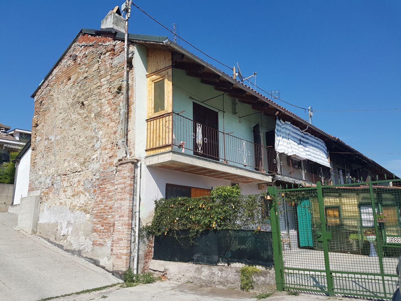 Soluzione Indipendente in vendita a Lauriano, 7 locali, prezzo € 110.000 | CambioCasa.it