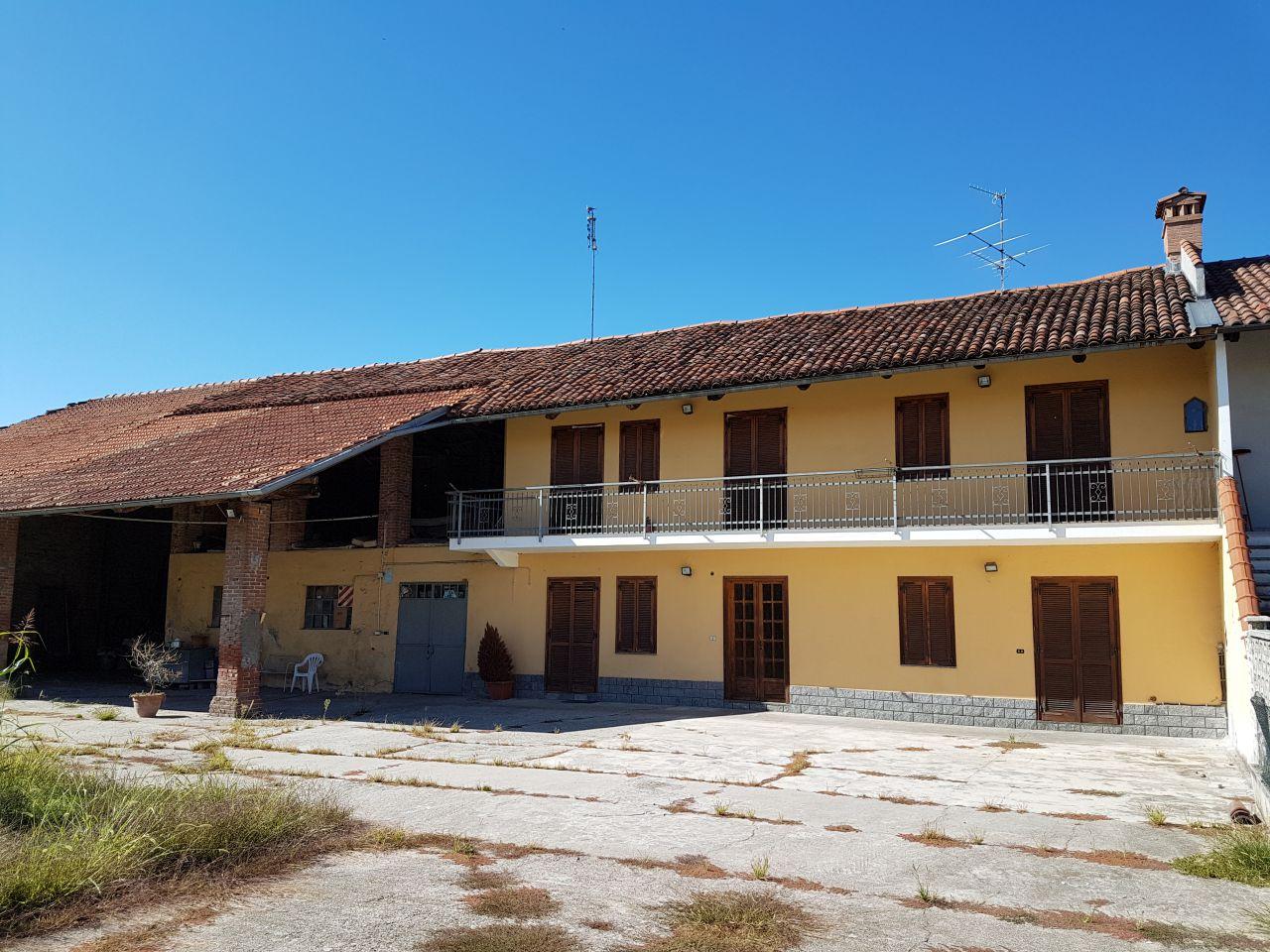 Soluzione Indipendente in vendita a Chivasso, 10 locali, prezzo € 135.000 | CambioCasa.it