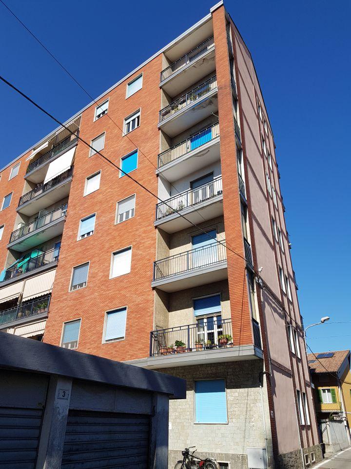 Appartamento in discrete condizioni in vendita Rif. 4752016