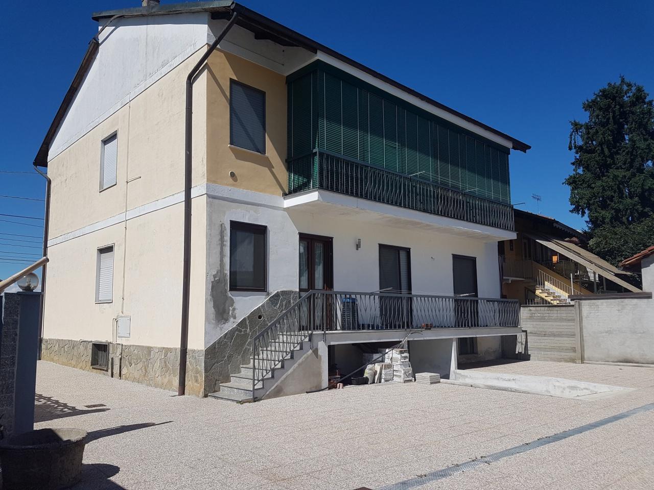 Appartamento in vendita a Chivasso, 5 locali, prezzo € 159.000 | CambioCasa.it