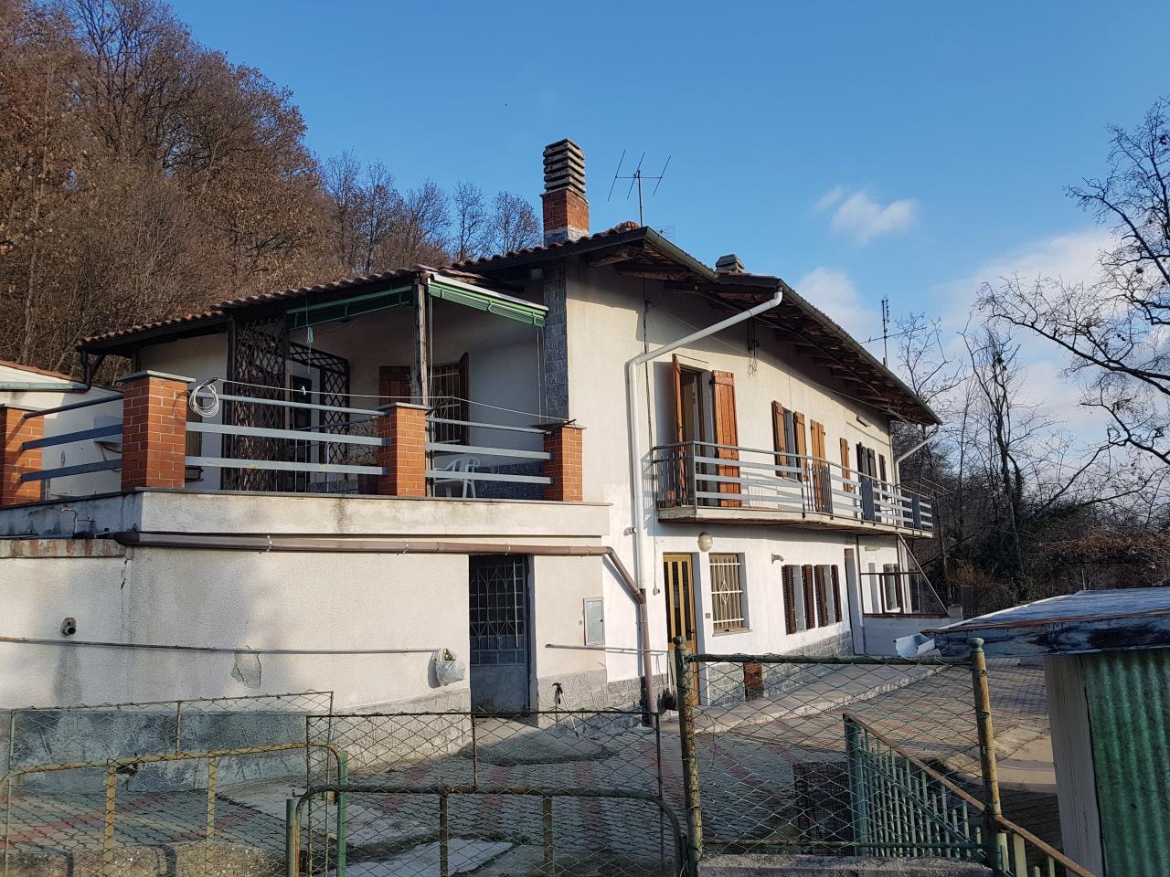 Soluzione Indipendente in vendita a Castagneto Po, 12 locali, prezzo € 280.000 | CambioCasa.it
