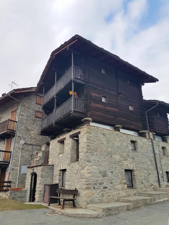 Appartamento bilocale in vendita a Torgnon (AO)