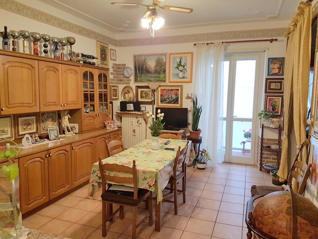 Appartamento in vendita a Chivasso, 3 locali, prezzo € 78.000 | CambioCasa.it