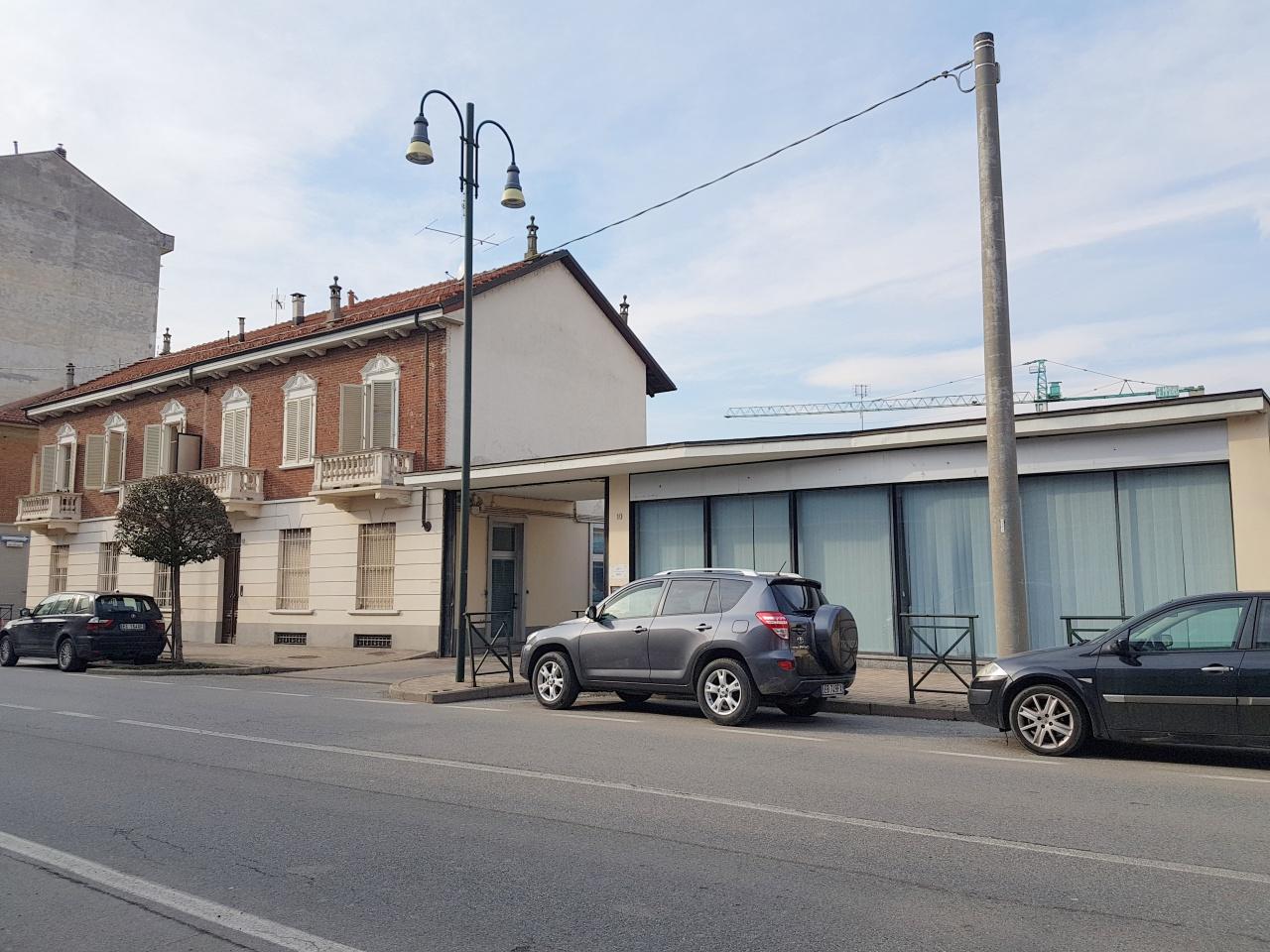 Negozio / Locale in affitto a Chivasso, 12 locali, prezzo € 3.900 | CambioCasa.it