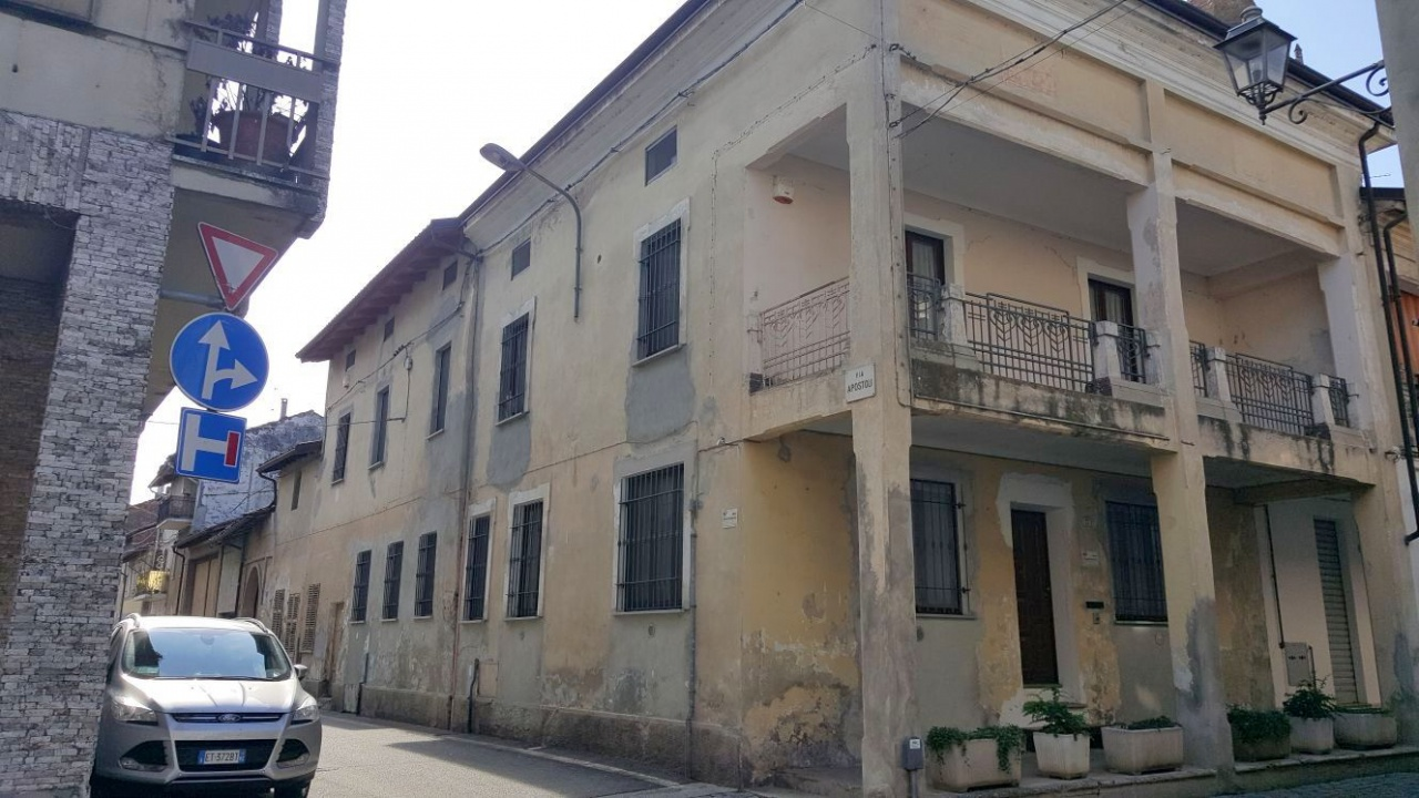 Soluzione Indipendente in vendita a Fontanetto Po, 13 locali, prezzo € 149.000 | CambioCasa.it
