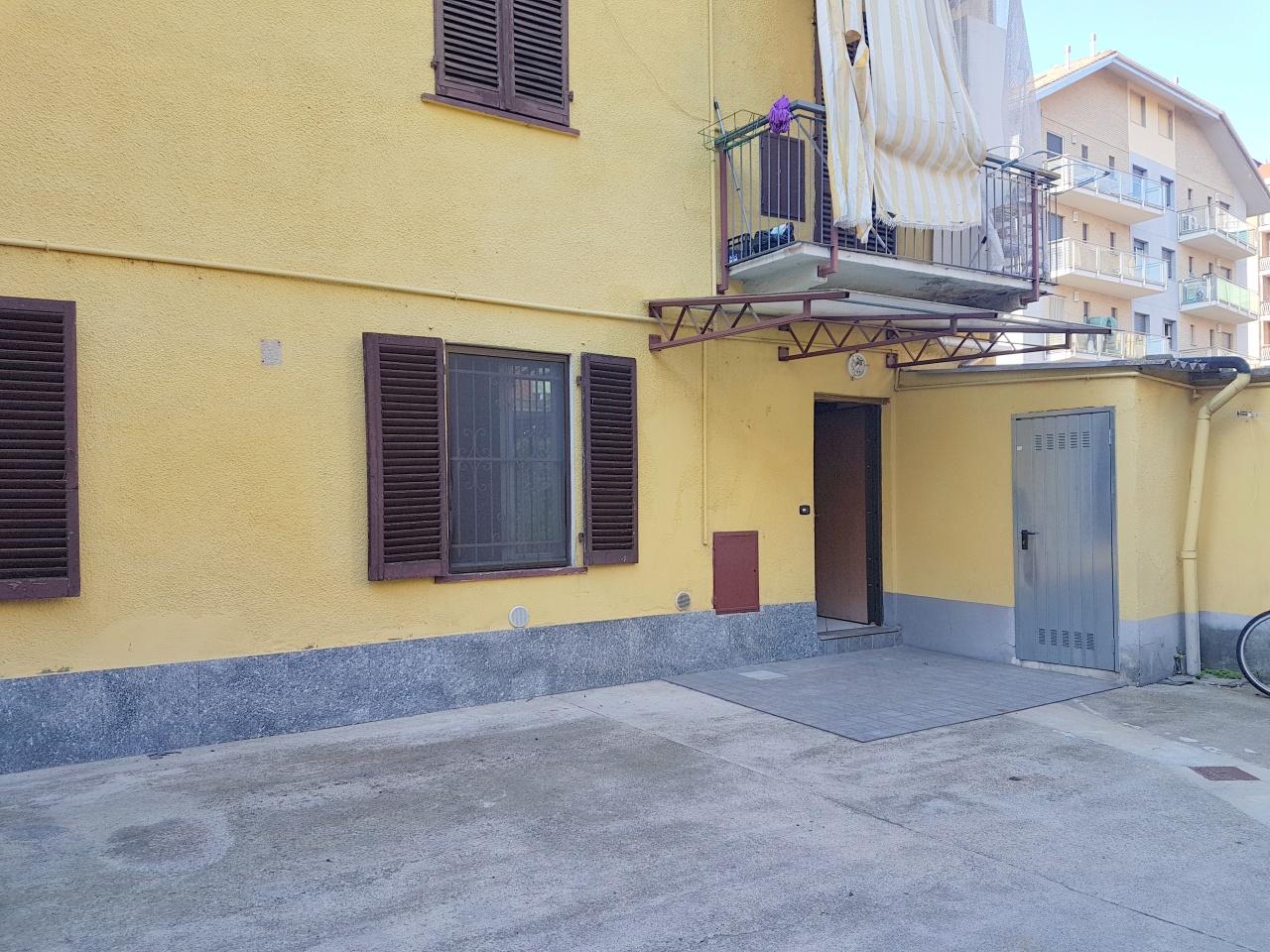 ZONA CENTRALE - Appartamento sito al piano terreno composto da ingresso, soggiorno con angolo cottura, due ampie camere da letto, servizio e ripostiglio.