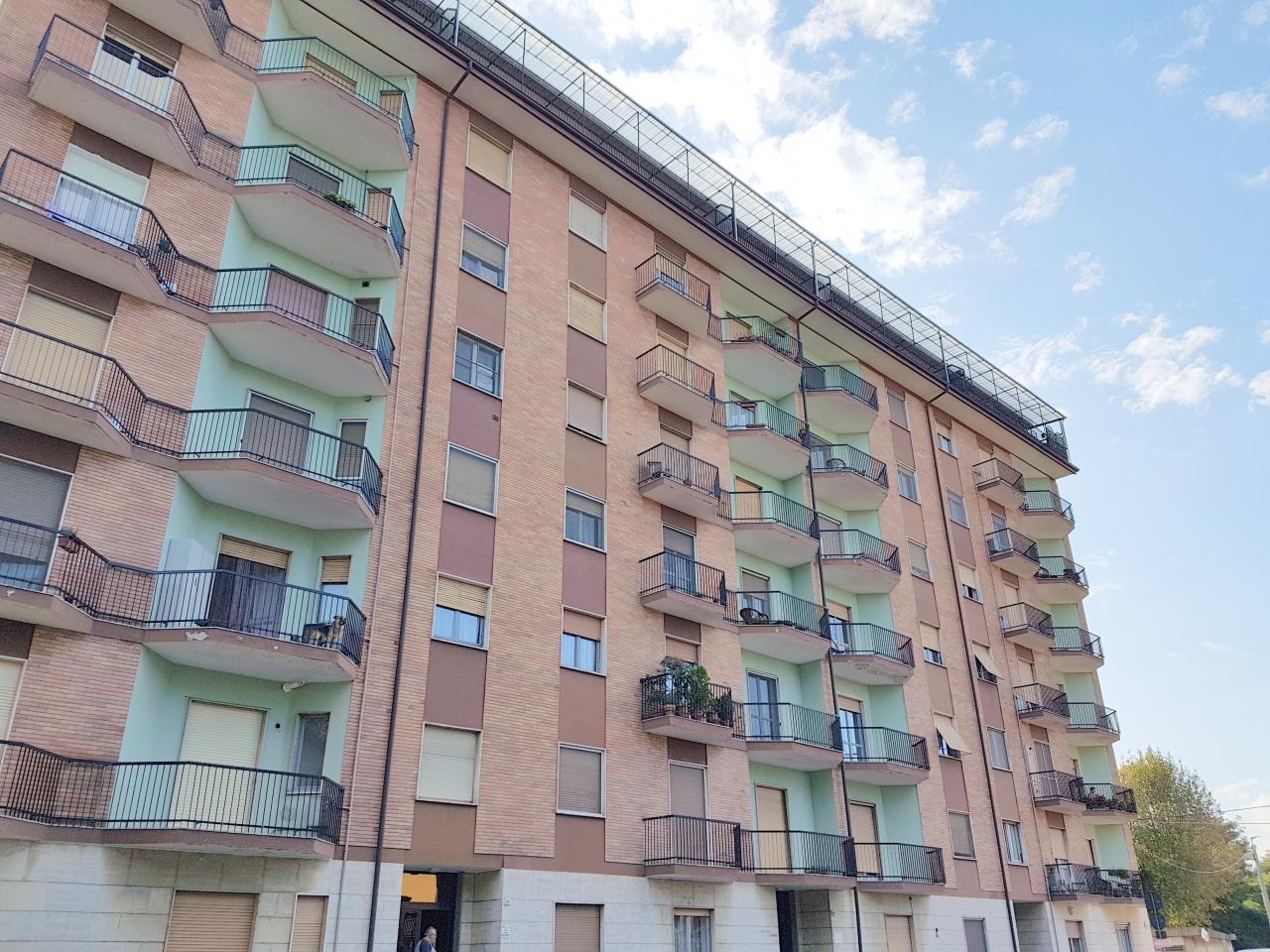 Appartamento in discrete condizioni in vendita Rif. 8014447