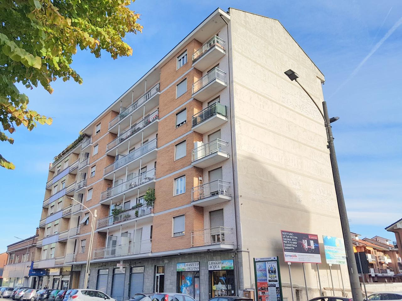 appartamento panoramico, sito al quinto piano con ascensore e composto da ingresso, salone, tinello con cucinino, due ampie camere da letto, servizio, ripostiglio, due balconi e cantina.