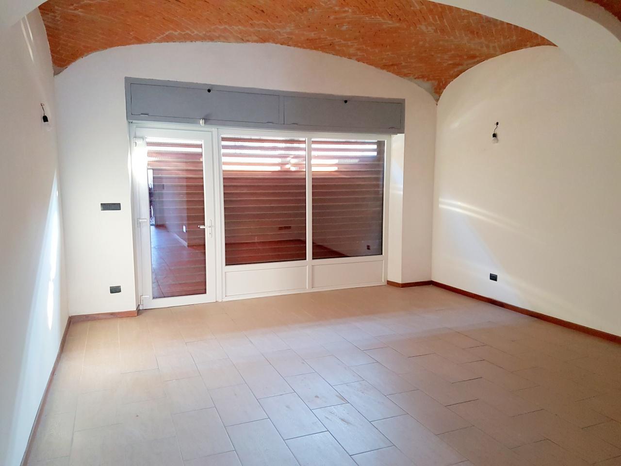 Negozio / Locale in affitto a Chivasso, 1 locali, prezzo € 700 | CambioCasa.it