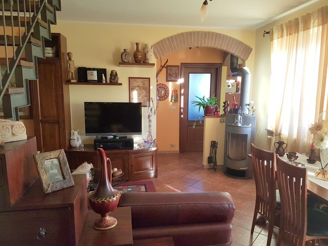 Appartamento in ottime condizioni in vendita Rif. 9819637