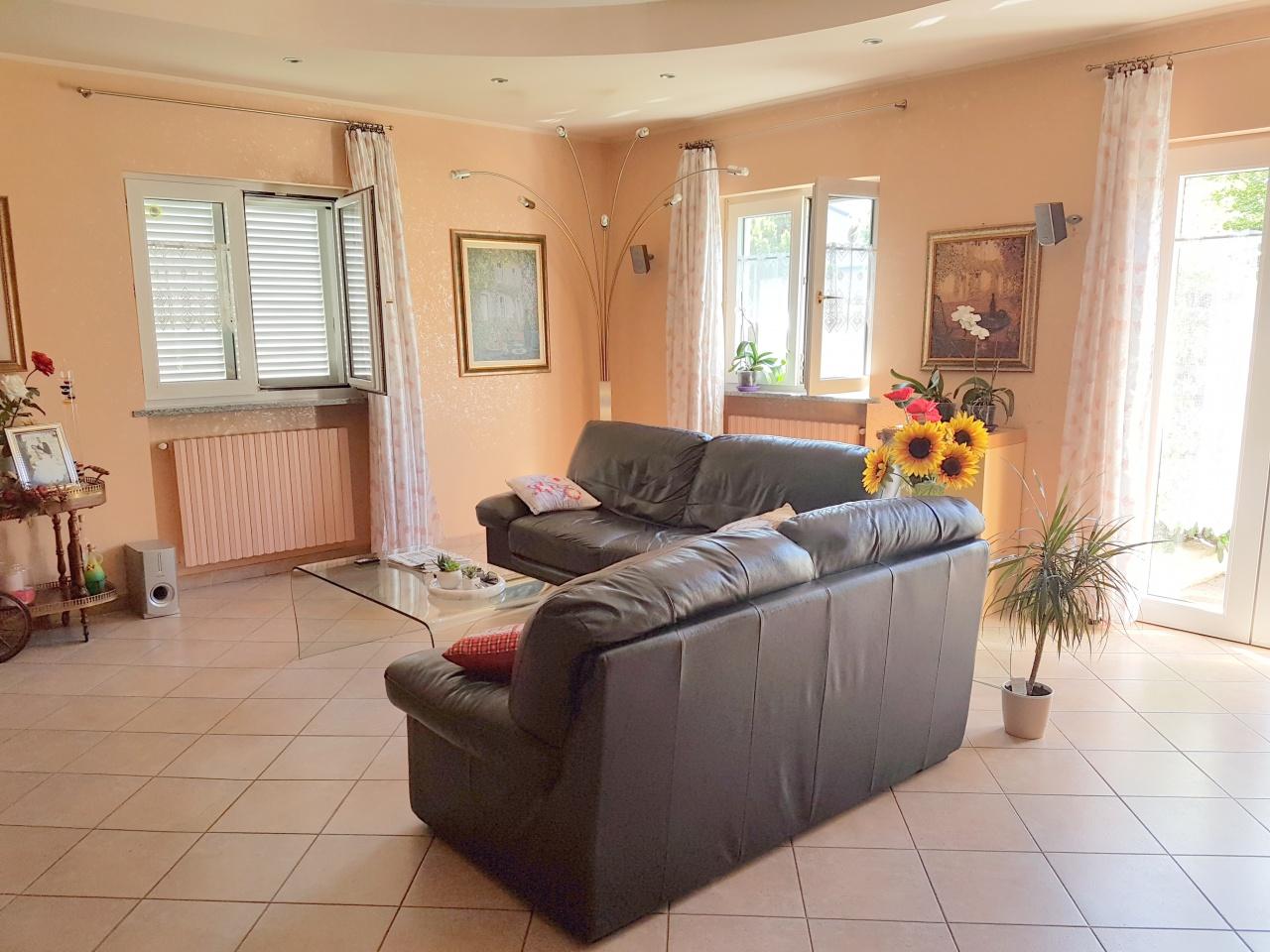 Casa Indipendente in ottime condizioni in vendita Rif. 10774622