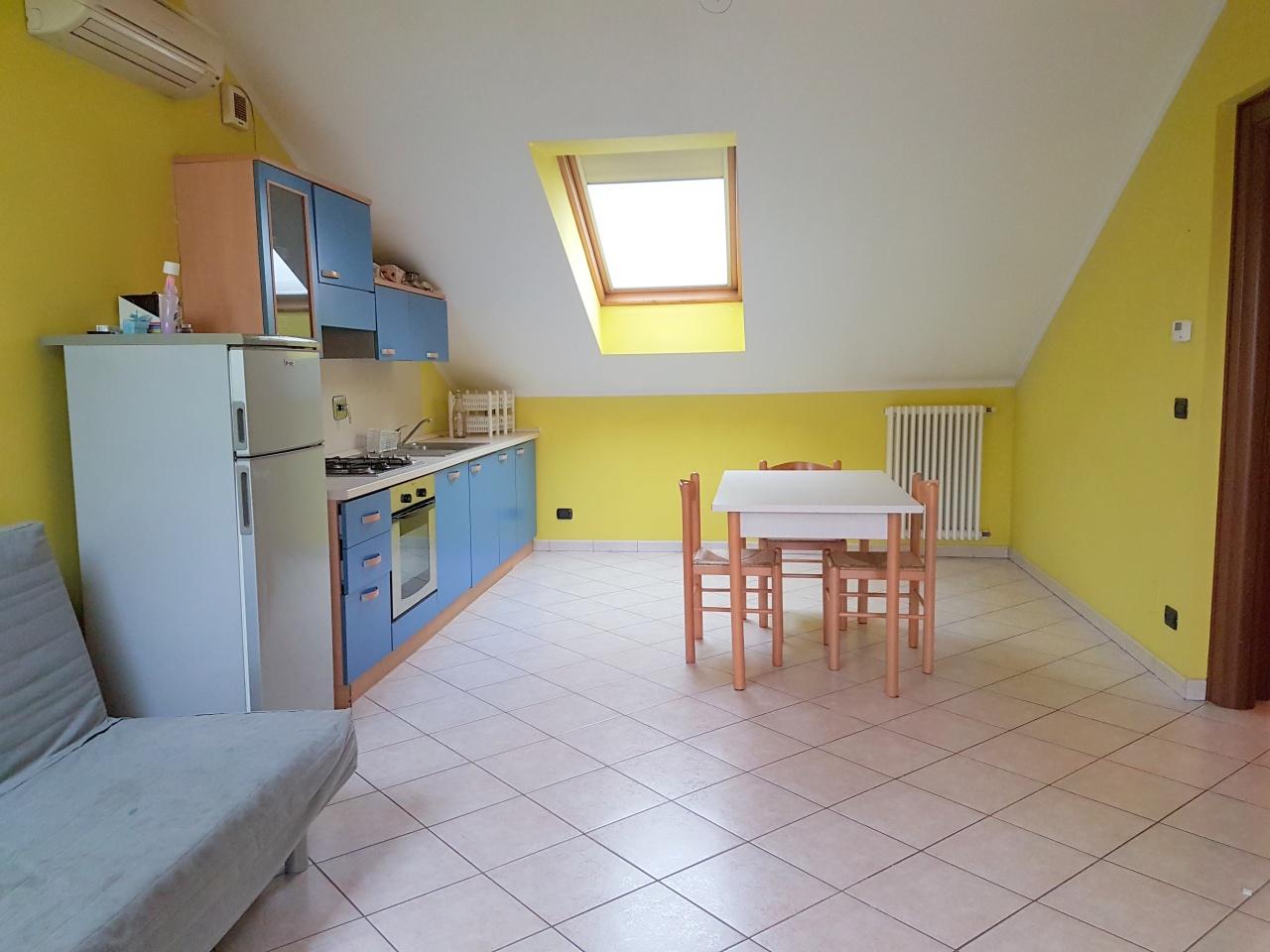 Appartamento in ottime condizioni arredato in affitto Rif. 12126272