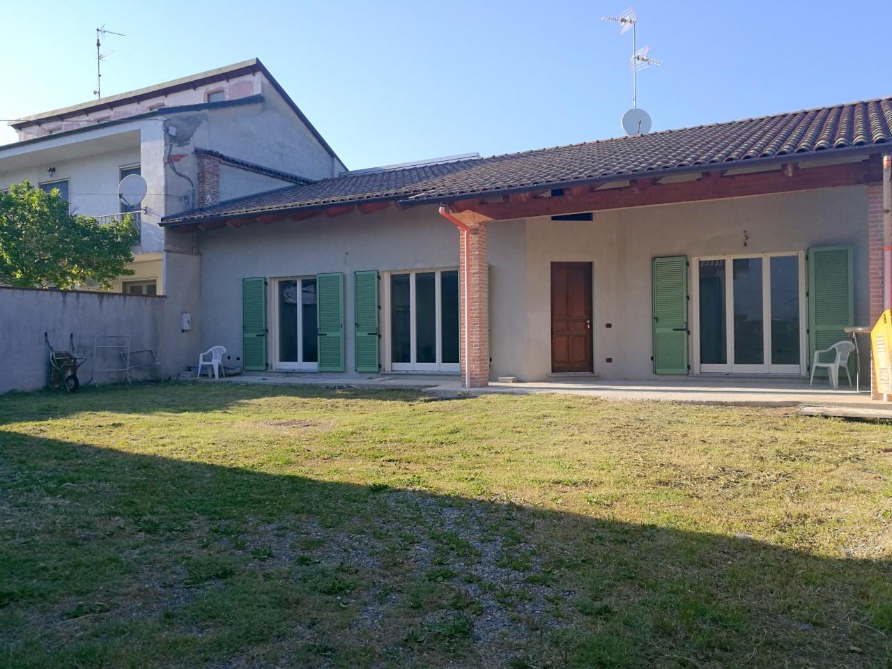 Soluzione Indipendente in vendita a Saluggia, 7 locali, prezzo € 219.000 | CambioCasa.it