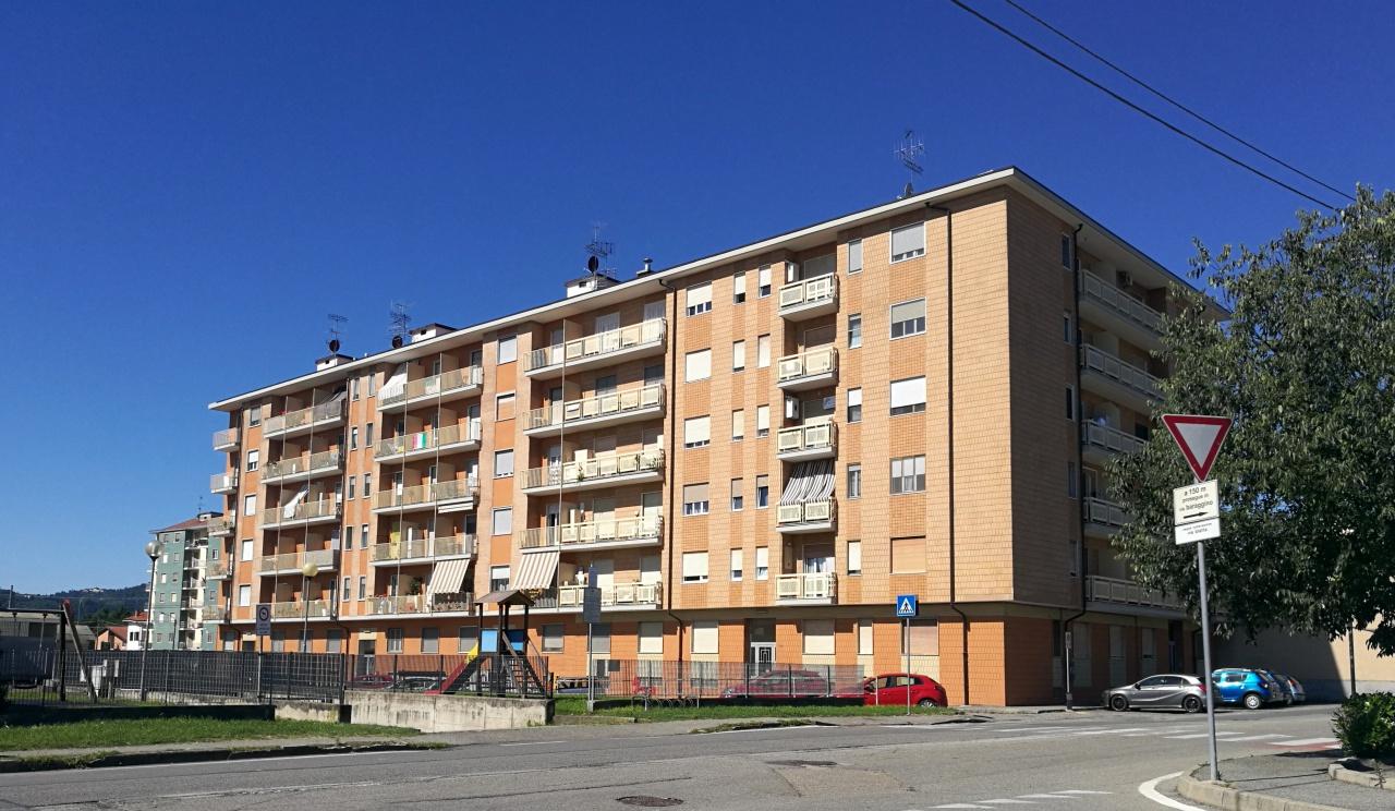 Appartamento in vendita a Chivasso, 3 locali, prezzo € 115.000   CambioCasa.it