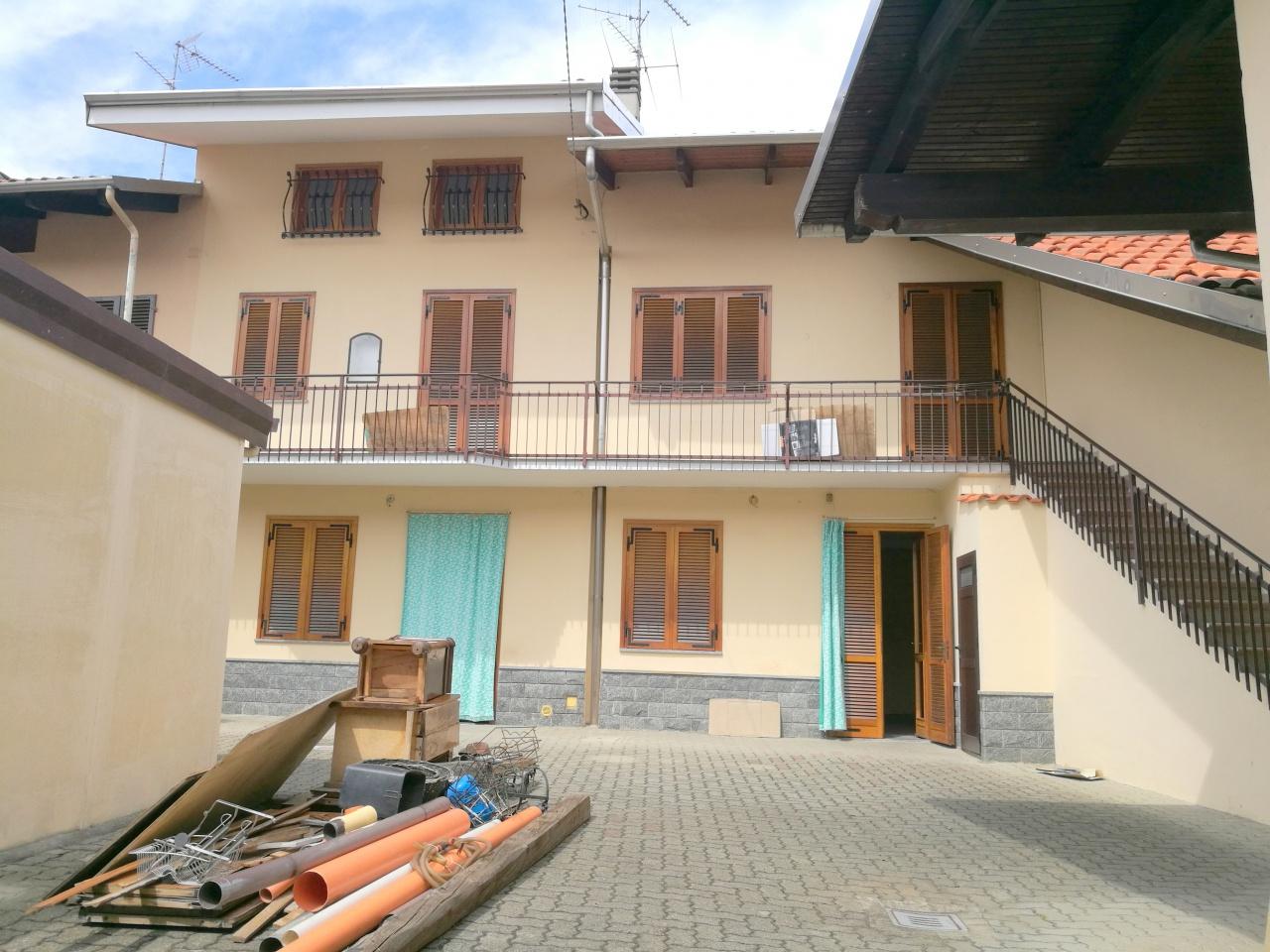 Soluzione Indipendente in vendita a Saluggia, 10 locali, prezzo € 99.000 | CambioCasa.it