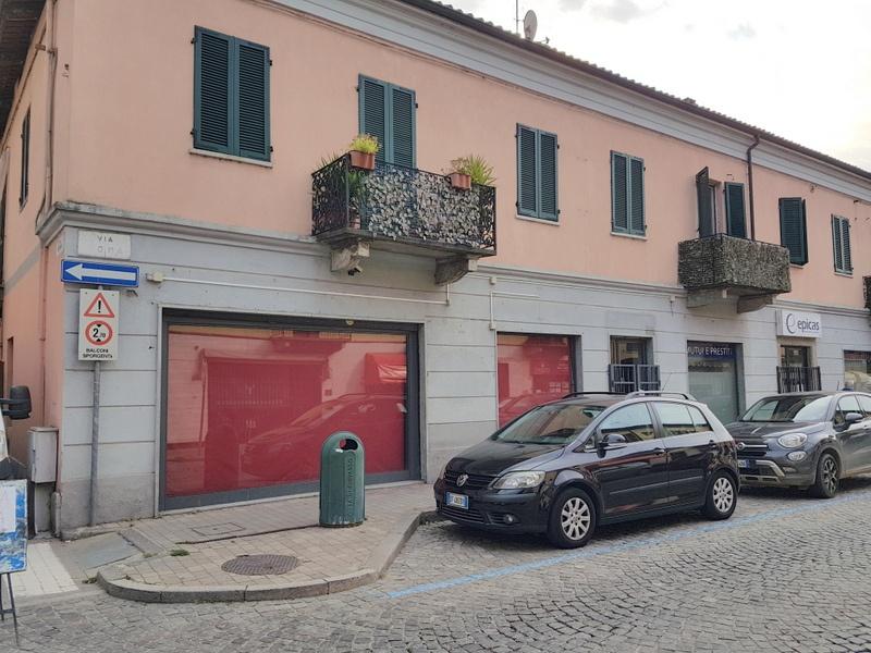 Negozio / Locale in affitto a Chivasso, 4 locali, prezzo € 1.500 | PortaleAgenzieImmobiliari.it