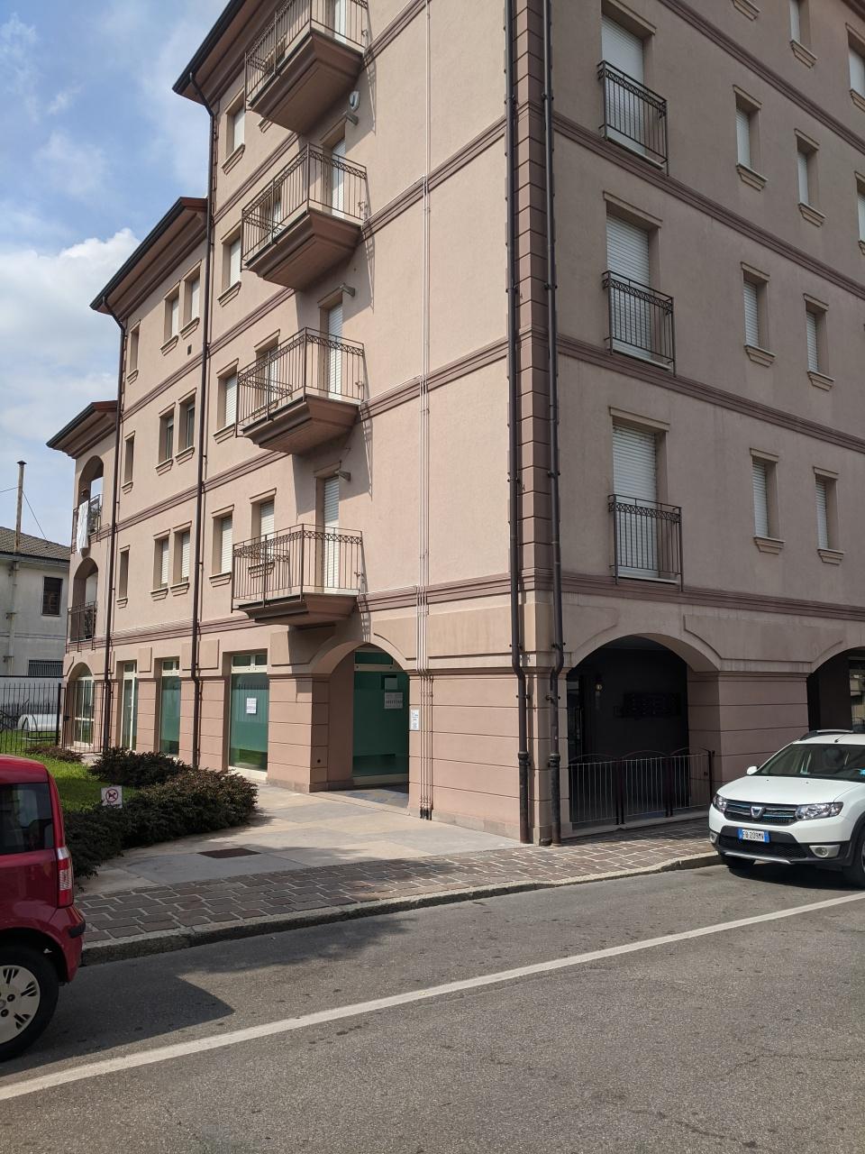 Negozio / Locale in affitto a Stradella, 2 locali, prezzo € 900 | PortaleAgenzieImmobiliari.it