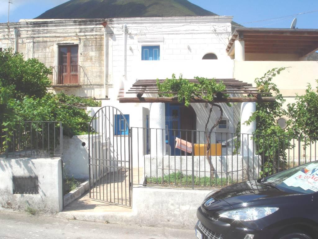 Soluzione Semindipendente in vendita a Malfa, 4 locali, zona Località: SALINA, prezzo € 300.000 | Cambio Casa.it