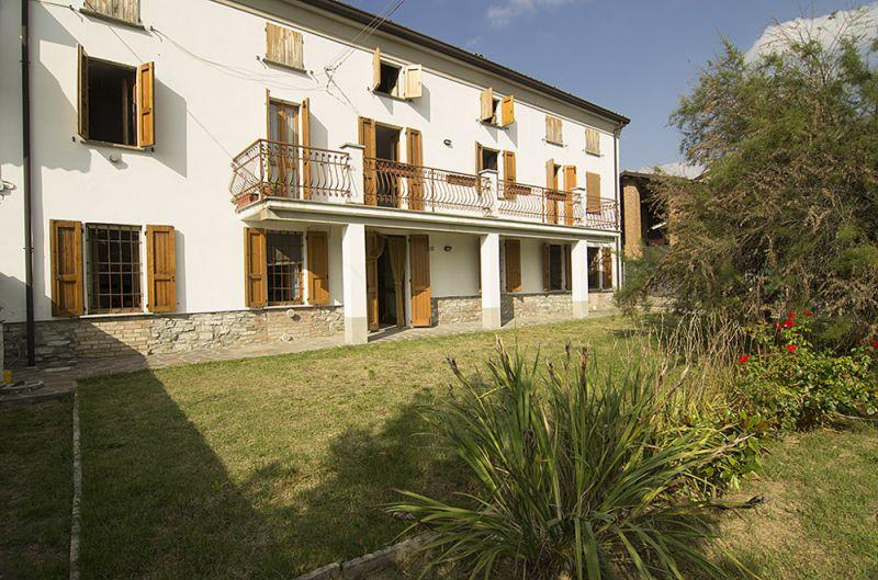 Soluzione Indipendente in vendita a Ruino, 10 locali, prezzo € 175.000 | Cambio Casa.it
