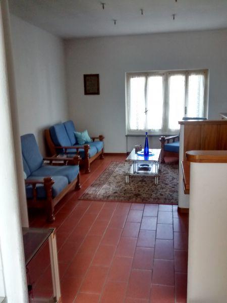 Appartamento da ristrutturare arredato in vendita