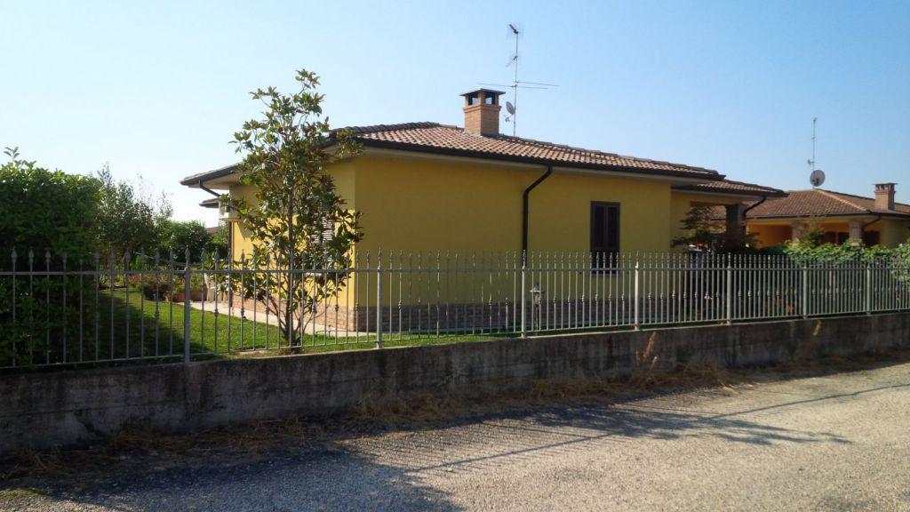 Villa in vendita a Casanova Lonati, 7 locali, prezzo € 320.000 | Cambio Casa.it