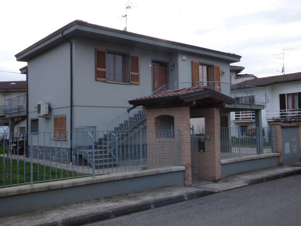Villa in vendita a Castel San Giovanni, 7 locali, prezzo € 350.000 | Cambio Casa.it