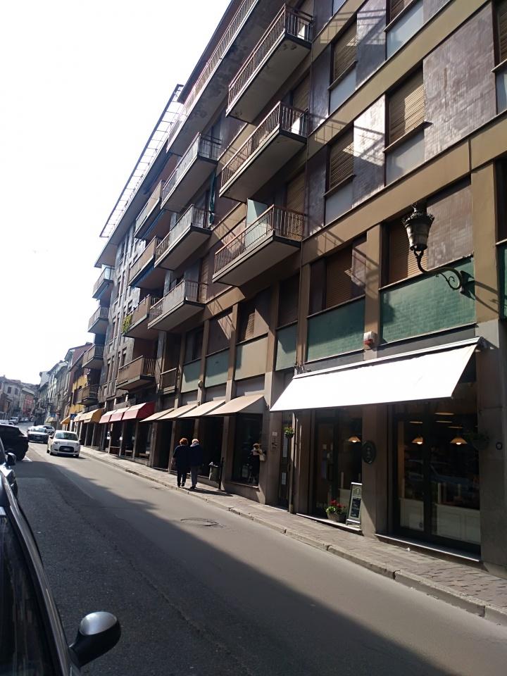 Appartamento da ristrutturare in affitto Rif. 8980575