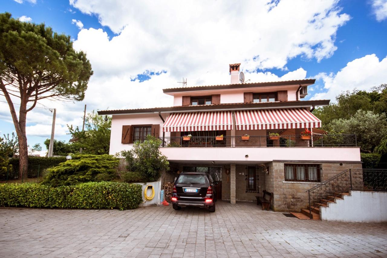 Villa in vendita a Muggia, 7 locali, prezzo € 490.000 | CambioCasa.it