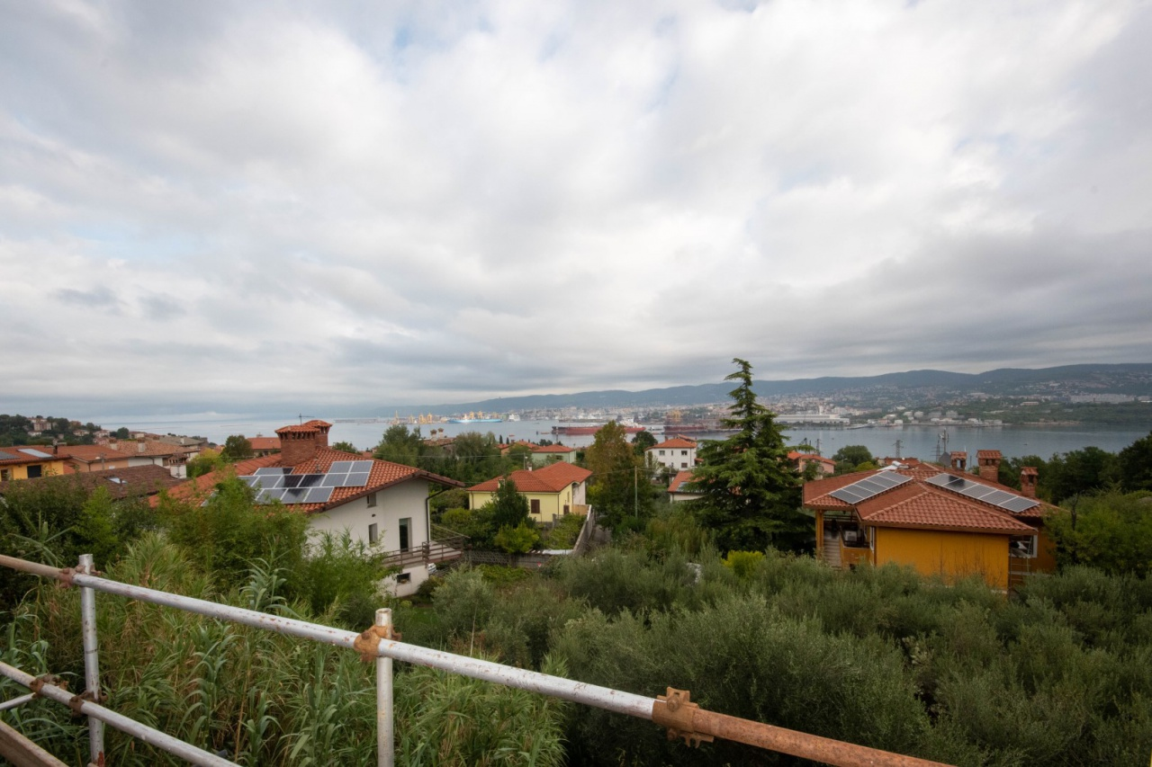 Soluzione Indipendente in vendita a Muggia, 3 locali, prezzo € 490.000 | CambioCasa.it