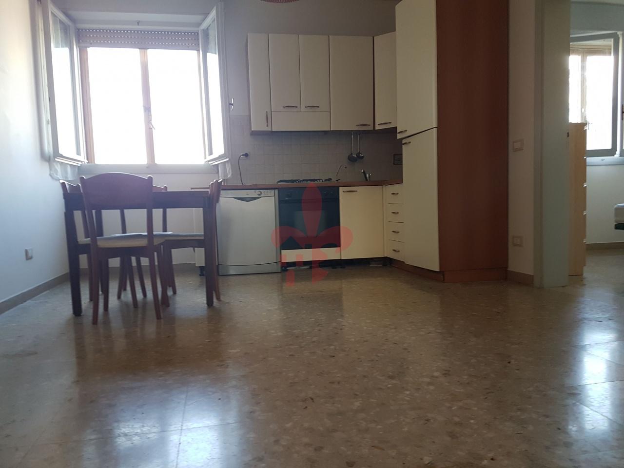 Appartamento in buone condizioni arredato in affitto Rif. 8615559