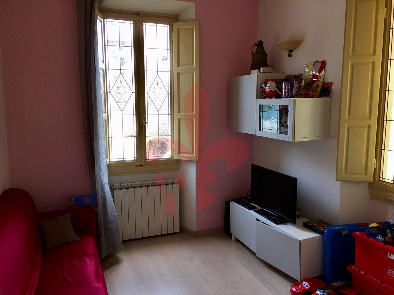 Appartamento in ottime condizioni arredato in affitto Rif. 9956145