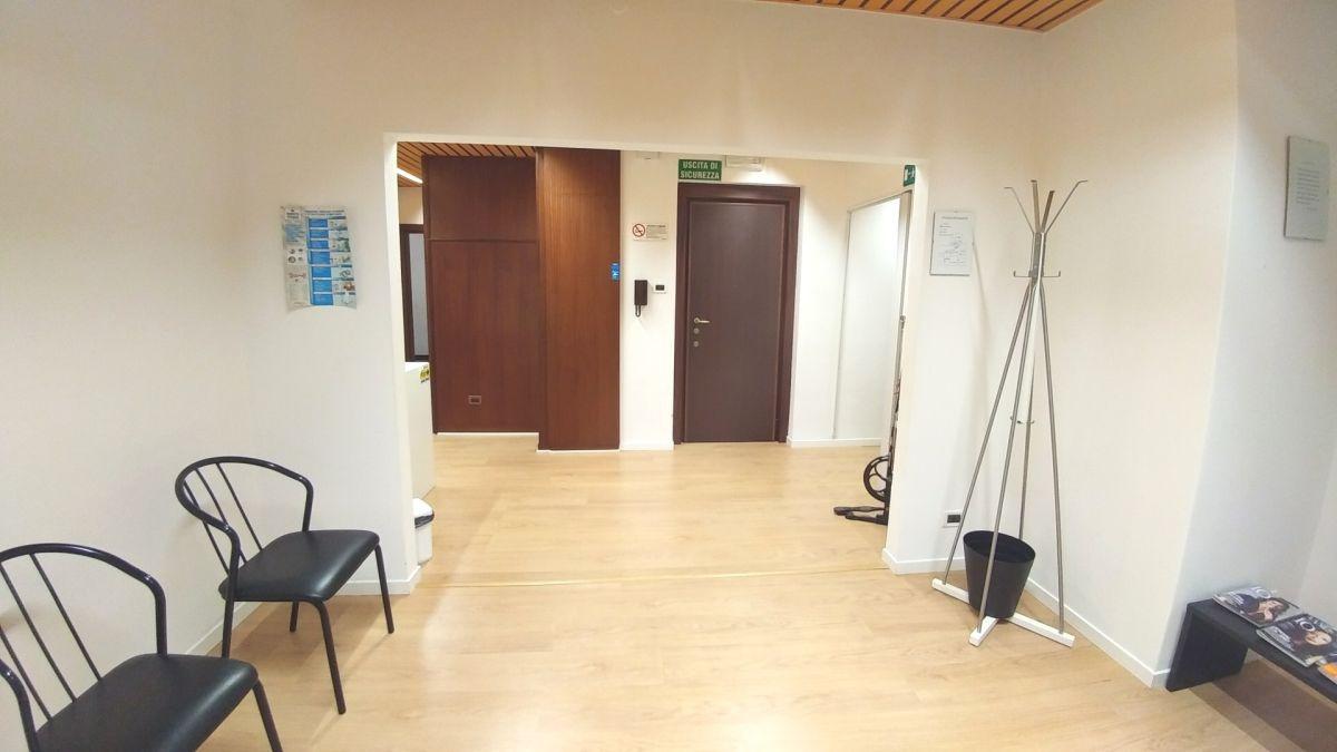 Ufficio ristrutturato arredato in vendita