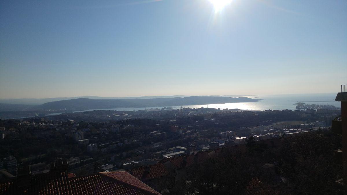 Appartamento trilocale in vendita a Trieste (TS)