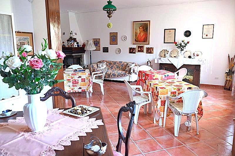 Villa in buone condizioni in vendita Rif. 10984520